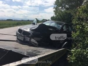 20-годишен шофьор е с опасност за живота, след като се заби в дърво