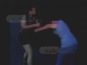 Ученички от Пловдив се млатиха заради момче ВИДЕО
