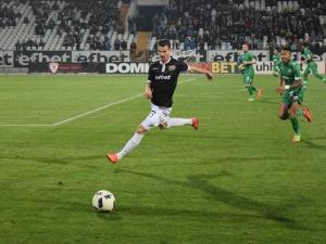 Локо започва без Котев, играчите чакат заплати от Крушарски