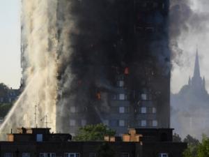 Жертвите от огнения ад в Лондон станаха 17
