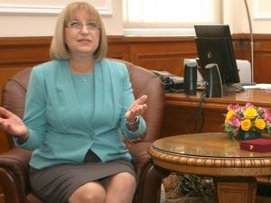 Цецка Цачева няма да подава оставка, докато Бойко Борисов не я поиска
