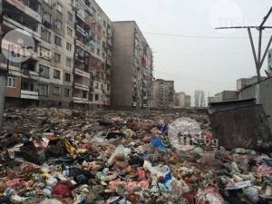 Парадокс! Пловдивчани от целия град изсипват боклуци в Столипиново