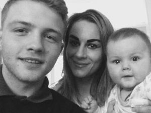 Майка съблазни 16-годишно момче и му роди дете СНИМКИ