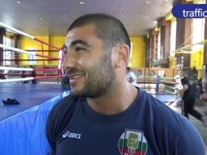 Арман Хакобян срещу германец в първия си мач на европейското по бокс