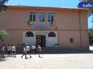 Министър разкри в Пловдив точно с колко увеличават учителските заплати ВИДЕО