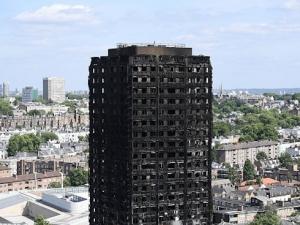 Жертвите в Гренфел тауър в Лондон растат, вече са 58
