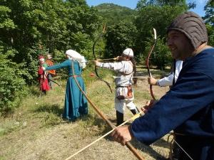 Бой с мечове и стрелба с лък в Асеновград СНИМКИ