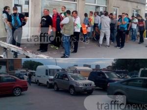 Надушиха шофьори, платили за място на опашката пред КАТ-Пловдив, върнаха ги най-отзад