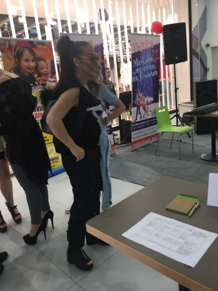 Певицата Ивана заведе кръщелника си на конкурс за деца таланти