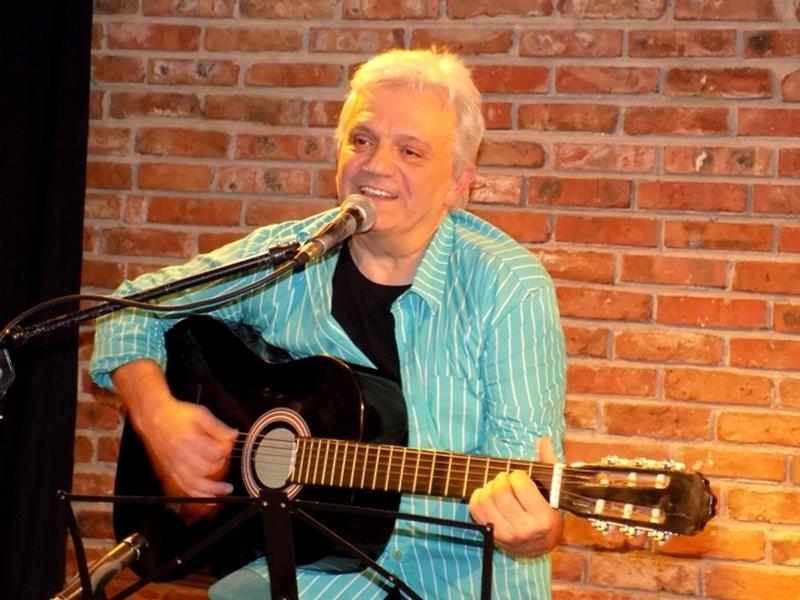 Бардът Ивайло Диманов представя свой спектакъл в Пловдив