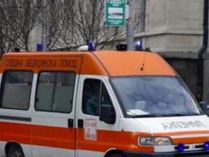Зверски удар между пежо и рено, единият шофьор загина, 7-годишно дете е ранено