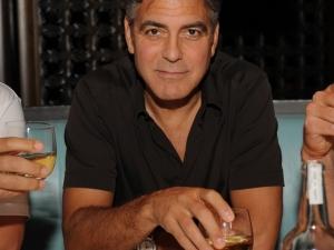 Клуни продава компанията си за текила за 1 млрд. долара