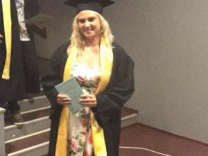 Кари, която оцеля по чудо на моста на Герджика, се дипломира в Руската