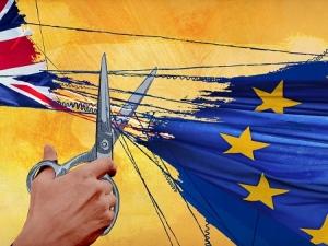 Брекзит в действие: Тереза Мей направи отстъпки за чужденците на Острова