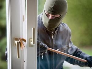 Крадец нахлу в апартамента на пловдивчанка през прозореца