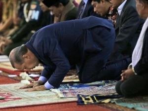 Ердоган припаднал по време на молитва
