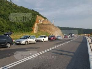 Пловдивчани на Маказа чакат с часове, за да се приберат в България СНИМКИ