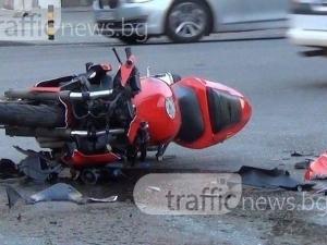 Моторист пострада в Пловдив, карал с висока скорост и паднал в насрещното