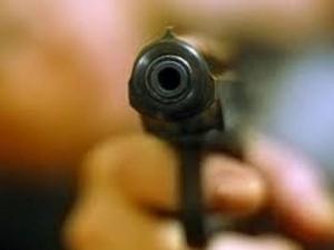 Мъж откри безразборна стрелба в София! Прострелял се сам