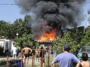 "Пожар избухна на къмпинг ""Смокиня"""