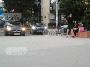 Пловдивчанин заряза мерцедеса си на инвалидно място, за да отиде на… шопинг СНИМКИ