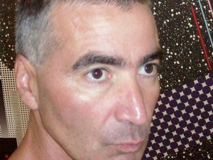 Четирима мъже с бухалки пребиха журналист СНИМКА