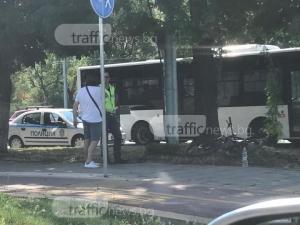 Случи се! На път без видимост колоездач връхлетя кола в Пловдив! СНИМКИ