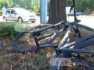 Откараният в болница колоездач се опитал да заобиколи колата, но се забил в калника ВИДЕО