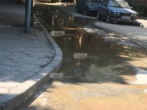 Кални вади се стичат по пловдивска улица, прах се вдига до небето СНИМКИ