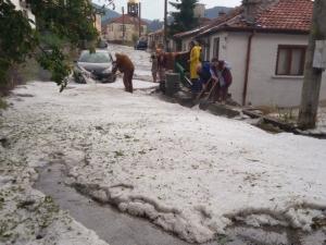Земята в Родопите побеля! Градушка удари Смолянско и унищожи цялата реколта СНИМКИ