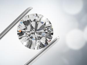 Диамантен пръстен, купен за 10 лири от разпродажба, беше продаден за близо милион