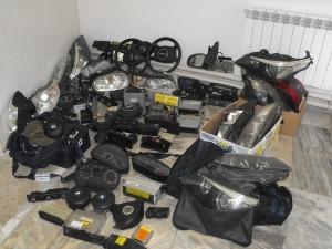 Стотици авточасти менте, имитиращи луксозни марки, иззе пловдивската полиция от няколко склада