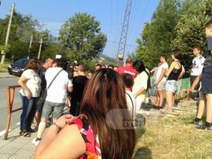 Асеновград се вдига на бунт срещу ромите биячи! Затварят пътя към махалата ВИДЕО