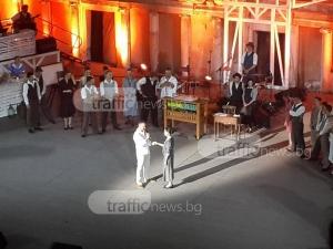 Уникално предложение за брак пред хилядна публика на Античния театър в Пловдив ВИДЕО