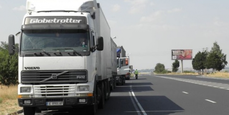 Спират тировете по всички магистрали през лятото