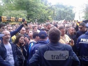 Три автобуса с фенове на Ботев са в полицията в Крива паланка, рисували графити