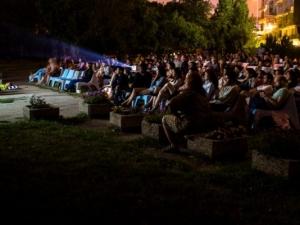 3D кино на открито събира стотици пловдивчани на Главната