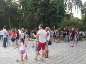 Стотици се събират за поредния протест в Асеновград СНИМКИ И ВИДЕО
