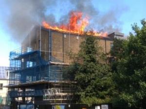 Нов пожар в Лондон! Подпали се чисто нов жилищен блок