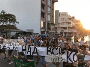 Над 2000 в центъра на Асеновград, специален дрон следи протеста СНИМКИ