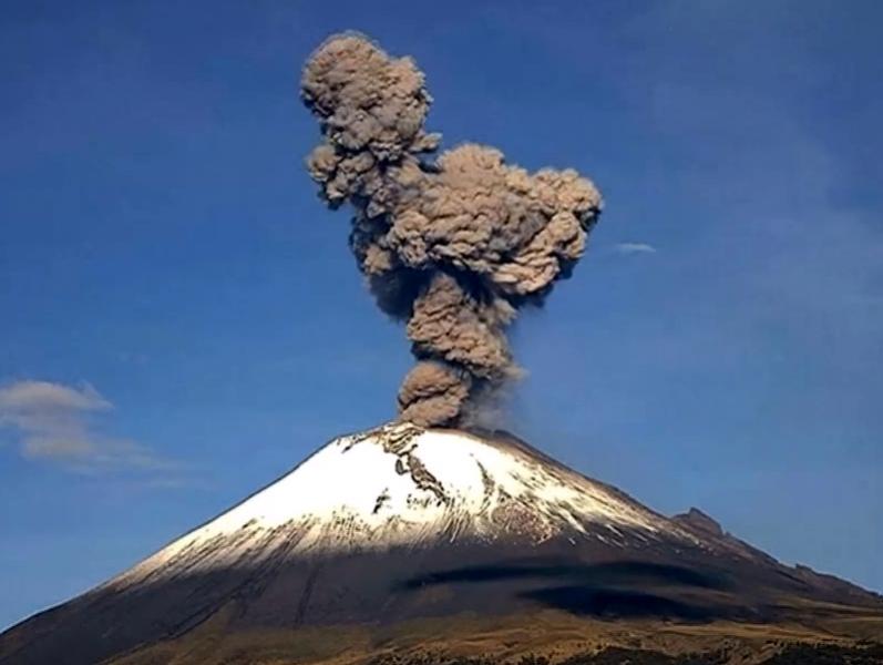 Вулканът Попокатепетъл изригна зрелищно ВИДЕО