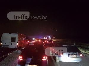 Две катастрофи запушиха магистралата край Пловдив тази нощ, шофьори чакат с часове СНИМКИ