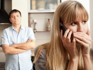 За какво да следим, ако се съмняваме, че половинката ни изневерява?