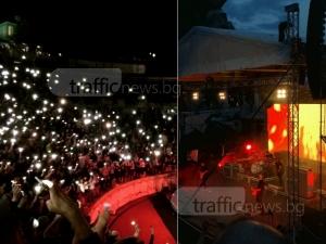 """Хиляди """"светулки"""" огряха магическия концерт на Placebo на Античния театър СНИМКИ"""