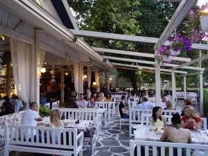 Кулинарни, винени и културни изненади акостират на брега на ресторант Марбея