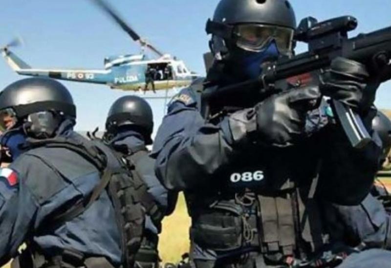 Удар по мафията! С хеликоптери и кучета полицаи атакуваха 24 фамилии