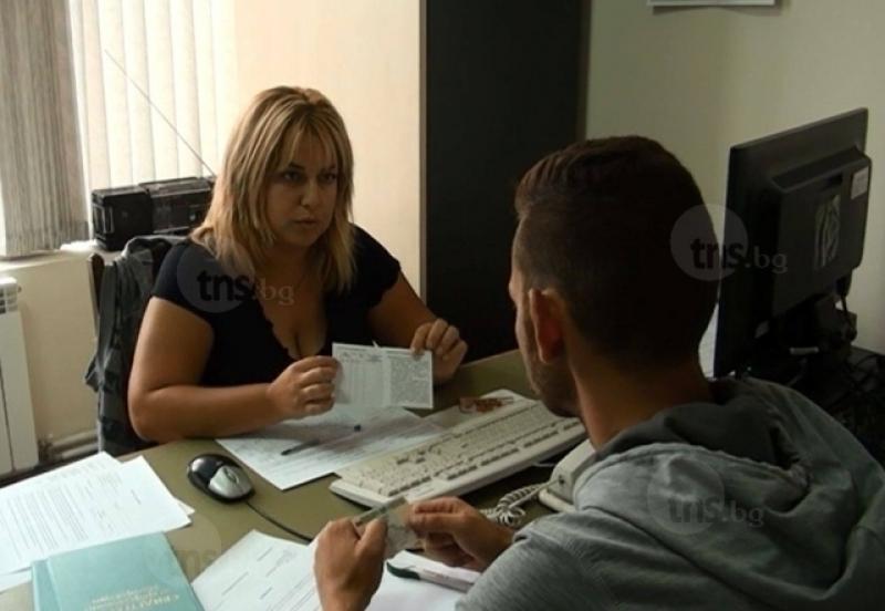 Безработицата сред младите българи расте
