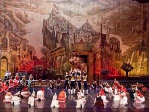 Дон Кихот ще се бие с вятърни мелници тази вечер на Античния театър