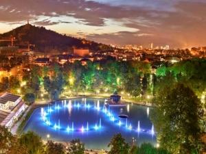 Светлинното шоу на Пеещите фонтани с нов начален час ВИДЕО