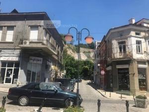 Центърът на Пловдив светна посред... бял ден! Лампите светят ли, светят СНИМКИ